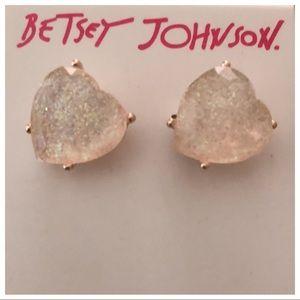 Betsey Johnson NWT ❤️ heart earrings